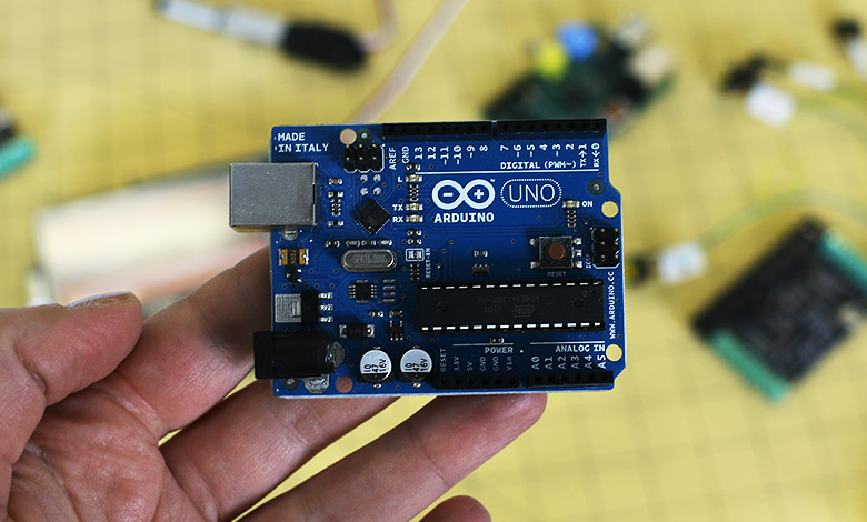 Arduino microcontroller for electronics prototyping